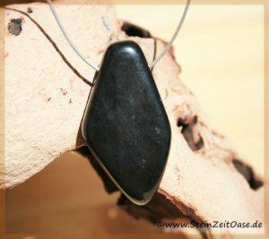 Onyx natur Trommelstein gebohrt