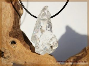 Bergkristall Rohstein gebohrt