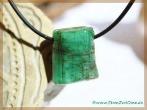 Smaragd Kristallstab gebohrt
