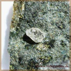 Diamant Rohkristall auf Kimberlit