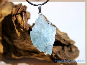 Baryt blau Kristallstufe an Silberöse