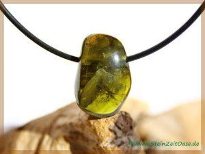 Turmalin grün (Verdelith) Trommelstein gebohrt