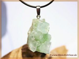 Apophyllit grün Kristallstufe an Silberöse