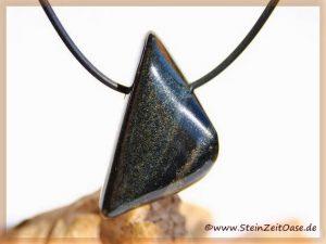 Jade schwarz (Chalkopyrit-Nephrit) Schmuckstein gebohrt