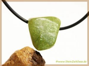Titanit Sphen Trommelstein / Schmuckstein gebohrt - erhältlich auch als Rohsteinform gebohrt -