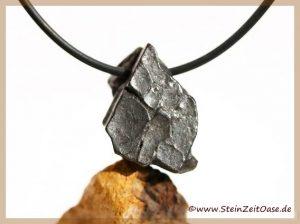 Meteorit Rohstein gebohrt