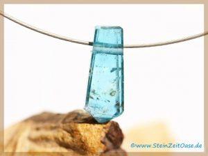 Fluorit blau Kristallstab facettiert geschliffen, gebohrt