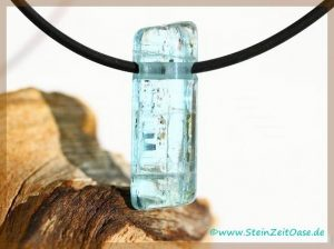 Aquamarin natur Kristallstab / Schmuckstein gebohrt
