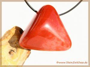 Chalcedon rot (Blutchalcedon) Schmuckstein / Trommelstein gebohrt