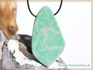 Jade grün (Jadeit) XXXL Schmuckstein / Scheibenstein gebohrt aus Burma