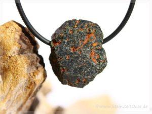 Augit Naturkristall / Rohstein gebohrt