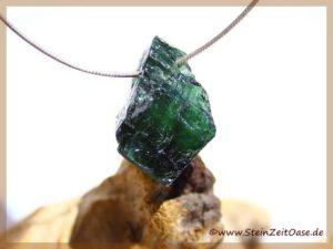 Turmalin grün (Verdelith) Kristall / Rohstein gebohrt